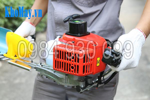 Bước 5: Khởi động máy cắt tỉa hàng rào 3A1Hp bằng cách điều chỉnh cần ga