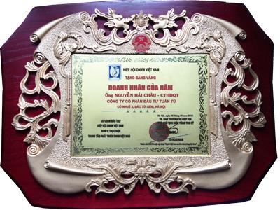 Nhà sáng chế Nguyễn Hải Châu được tặng bằng vàng của hội Doanh nhân Việt Nam