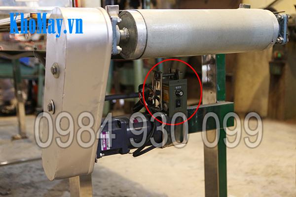 Nút điều chỉnh băng tải của Máy cắt quẩy 3A