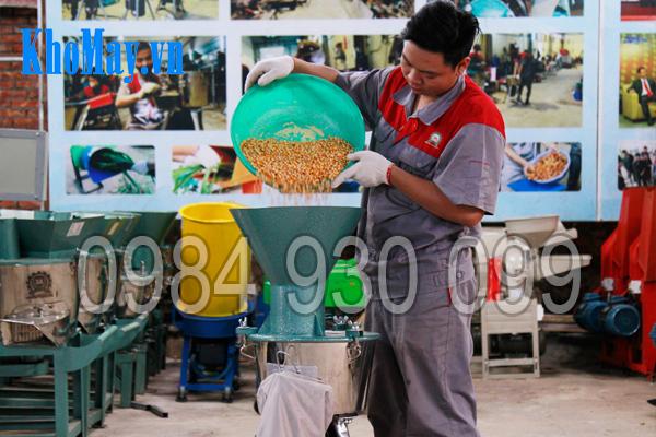 Tính năng nghiền bột khô của máy chế biến thức ăn chăn nuôi 3A2,2Kw 3 pha (phễu tròn)