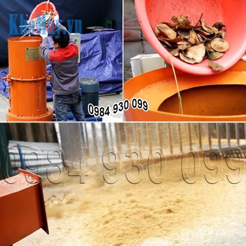 Cho nguyên liệu vào máy xay vỏ dừa