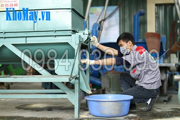 Thiết kế đáy thùng và cửa ra sản phẩm của Máy trộn thức ăn chăn nuôi trục ngang 3A5,5Kw