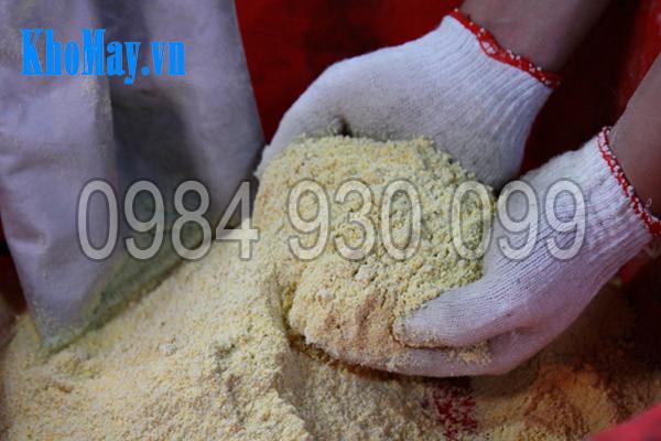 Sản phẩm nghiền bột khô của Máy chế biến thức ăn chăn nuôi 3A2,2Kw 3 pha (phễu tròn)