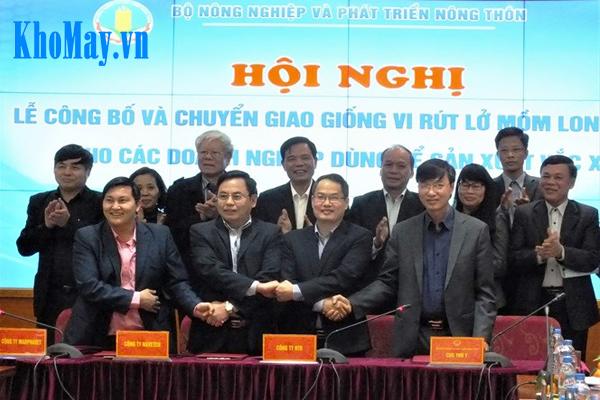 Việt Nam chủ động sản xuất vắc xin lở mồm long móng: Bộ trưởng Bộ Nông nghiệp và Phát triển Nông thôn Nguyễn Xuân Cường (thứ hai, từ trái sang) tại lễ công bố.